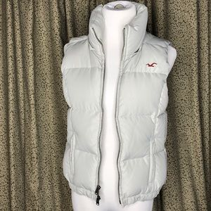 Hollister puffy vest with detachable hood Size M